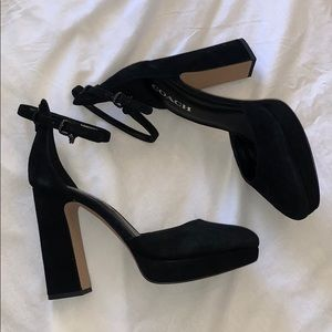 Black coach Christie heels NWOT